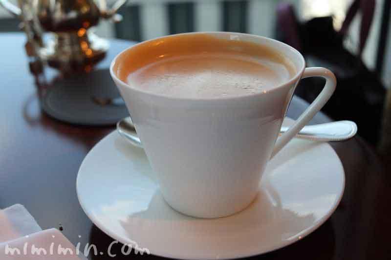 カフェラテ|シャングリ・ラ ホテルのザ・ロビーラウンジの写真