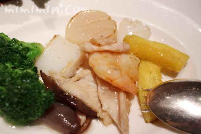 海鮮と鶏肉、野菜の炒め|龍天門のランチ の写真