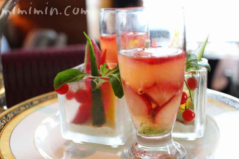 季節野菜のスティック パセリディップ|グレープフルーツジュレ フレッシュストロベリー バジルソース|ザ・リッツ・カールトン東京のアフタヌーンティーの画像