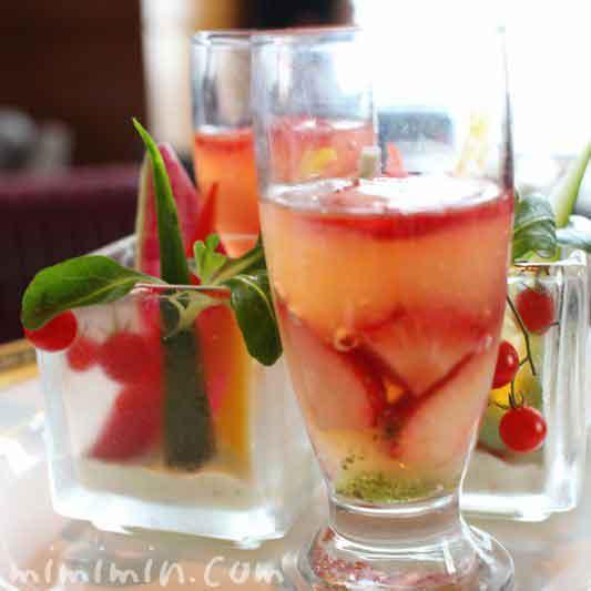 季節野菜のスティック パセリディップ|グレープフルーツジュレ フレッシュストロベリー バジルソース|ザ・リッツ・カールトン東京のアフタヌーンティー