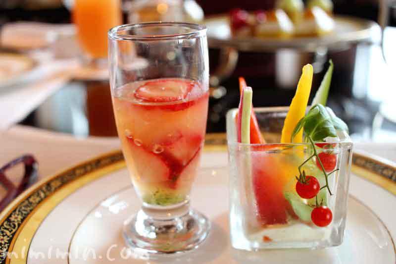 季節野菜のスティック パセリディップ|グレープフルーツジュレ フレッシュストロベリー バジルソースの画像