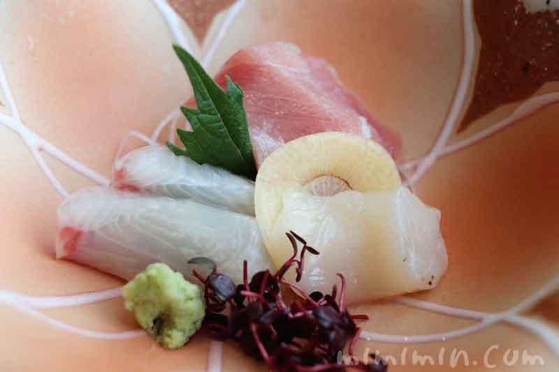 お造里三種盛り あしらい|旬菜のランチ(渋谷エクセルホテル東急)の写真