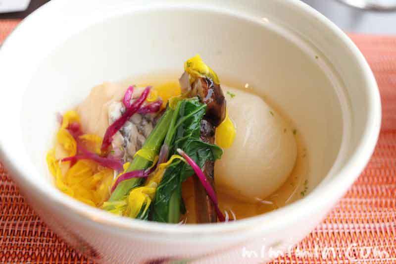 煮物(鯛 蕪 松茸 青味 もって菊 柚子)旬菜のランチ(渋谷エクセルホテル東急)の画像