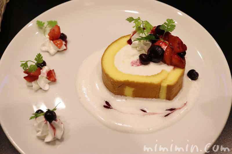 4種ベリーのデコレーションロールケーキ|ビッグエコー