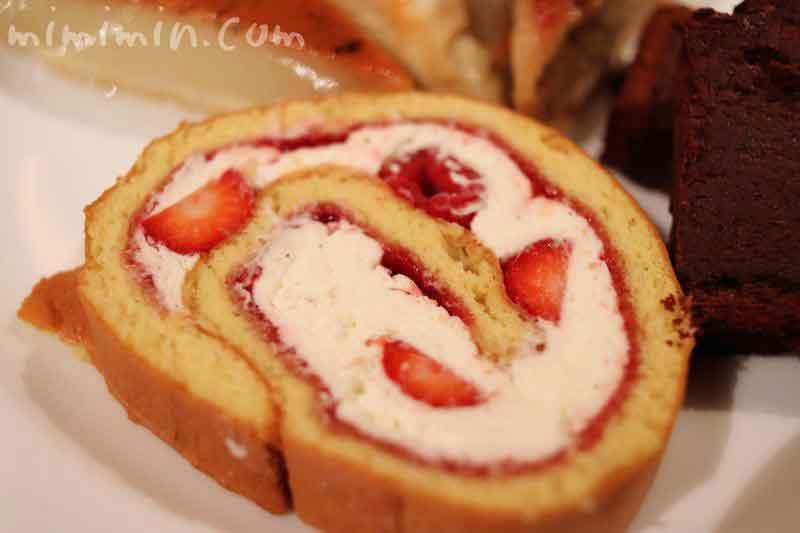 ロールケーキ(アピシウスのワゴンデザート)の写真