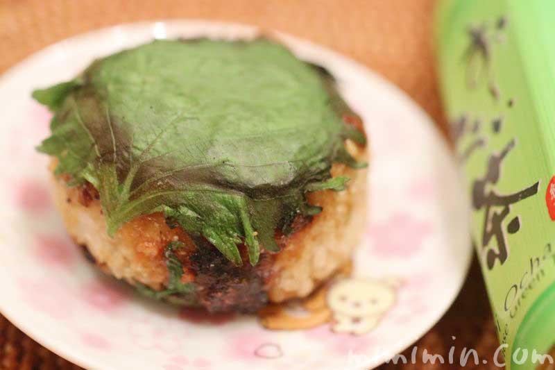 味噌焼きおにぎりの大葉巻きのレシピの写真
