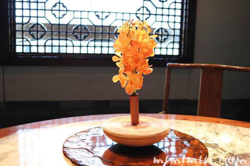 ザ・ペニンシュラ東京のヘイフンテラスの花の画像