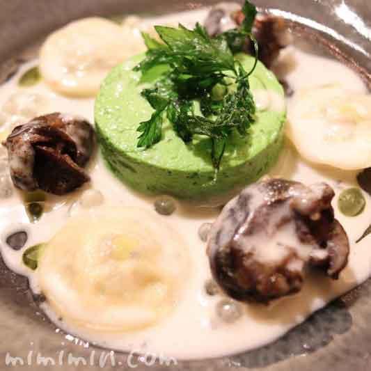 ゴと鶏肉のムースのラヴィオリ シュプレームソース パセリのフラン添え トリュフオイル風味|レストラン パッションのランチの画像