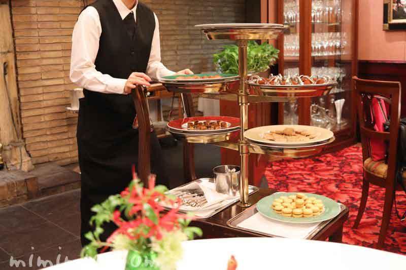 小菓子のワゴン|レストラン パッションの写真