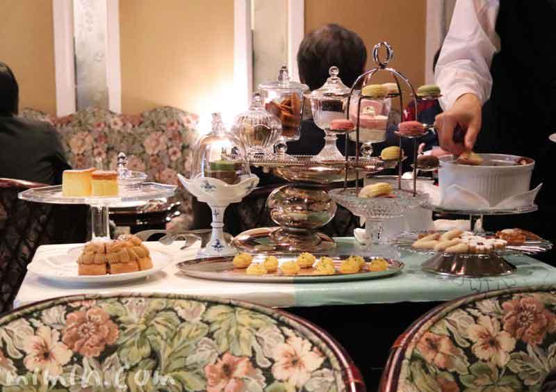小菓子(プティフール)のワゴン|銀座うかい亭のランチの画像