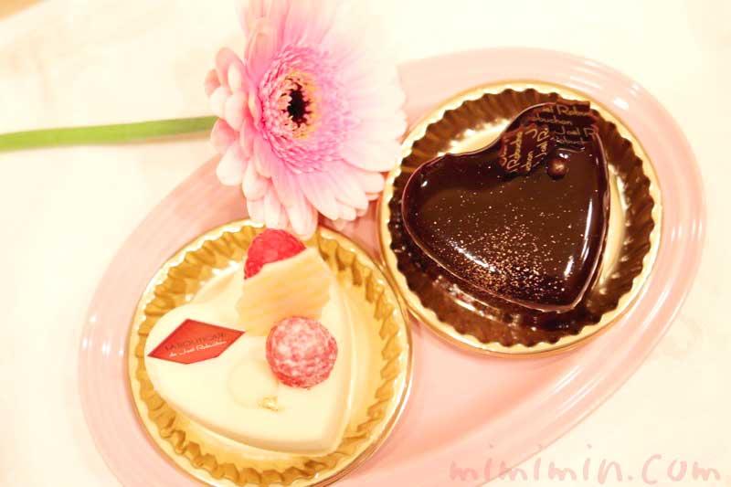 ジョエルロブションのショートケーキ「ショコラバニーユ」「ブランブラン」(クリスマスバージョン)