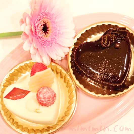 ジョエルロブションのショートケーキ「ショコラバニーユ」「ブランブラン」(クリスマスバージョン)の画像