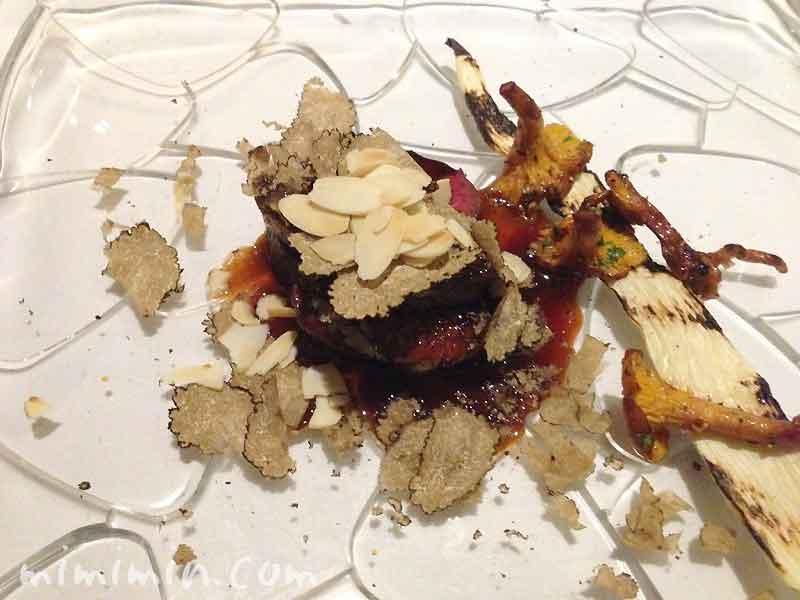 北海道産エゾ鹿のローストと鴨フォアグラのポワレのロッシーニと ジロール茸とマコモ茸 添え|レストラン ヒロミチのディナーの写真