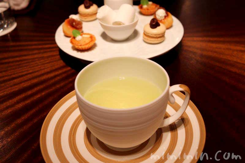 ハーブティーと小菓子|レストランひらまつのランチ|広尾のフレンチの画像