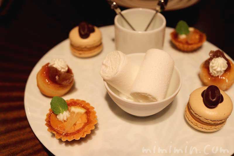 小菓子|レストランひらまつのランチの写真
