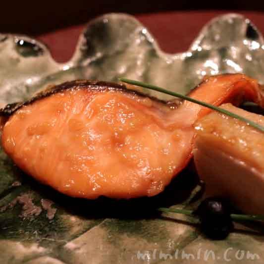 焼物|銀聖甘酒幽庵焼き 薩摩香潤鶏 小蕪 大徳寺納豆|和田倉のランチの画像