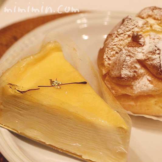 金のなめらかミルクレープとプディング・シュー|アンリ・シャルパンティエの洋菓子の画像