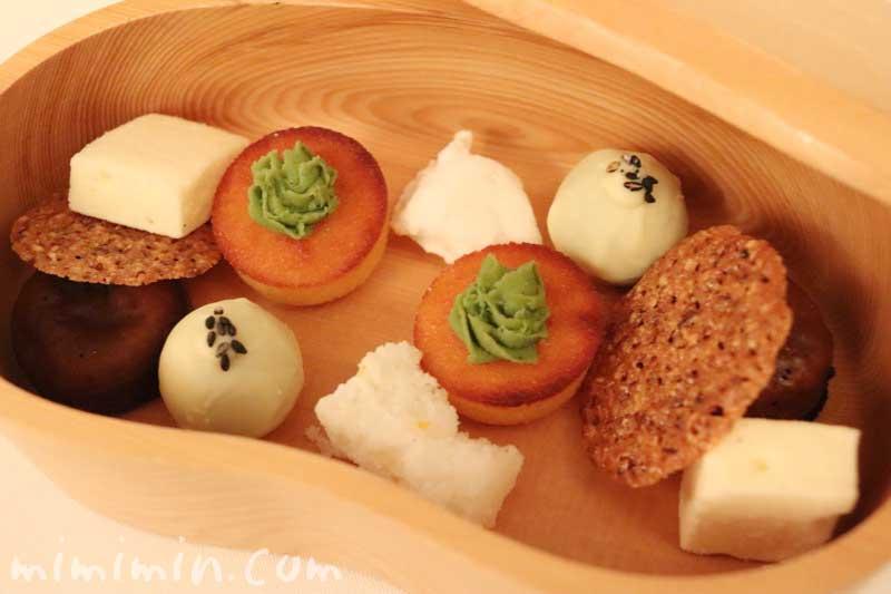 小さいお菓子|リストランテセンソの画像