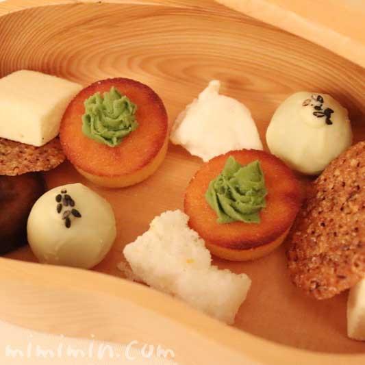 小さいお菓子|リストランテセンソのデザートの画像