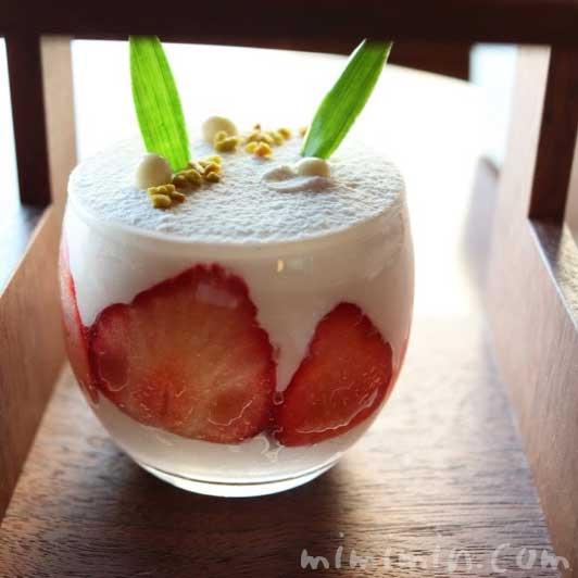 ムースショコラブラン|帝国ホテル東京のBENTO|インペリアルラウンジ アクアの写真