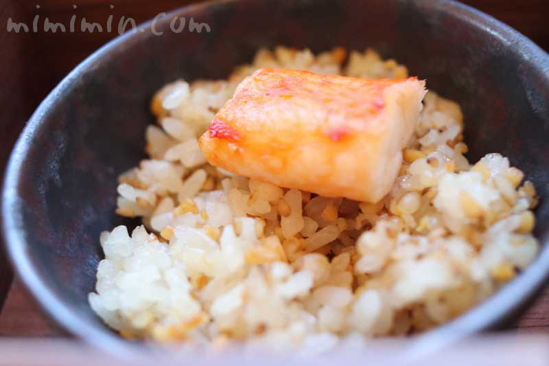 五穀米と焼きタラバ蟹添え|帝国ホテル東京のBENTO|インペリアルラウンジ アクアの写真