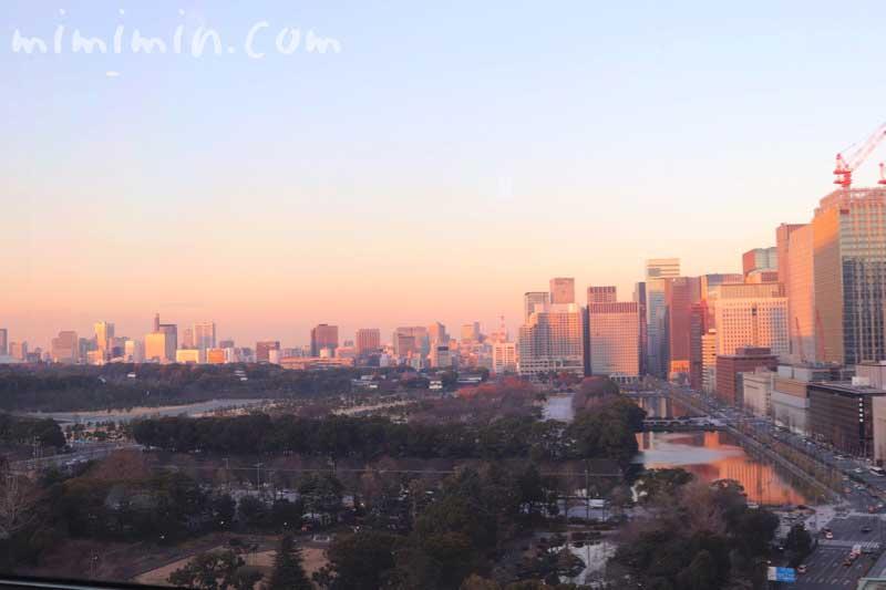 帝国ホテル東京|インペリアルラウンジ アクアからの夕焼けの写真