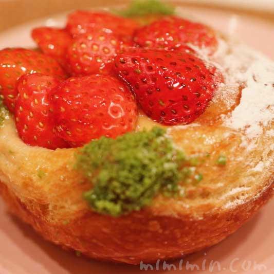 苺とリュバーブのデニッシュ(ジョエルロブションのパン)の画像