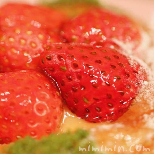 苺とリュバーブのデニッシュ(ロブションのパン)の写真