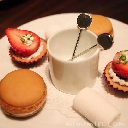 ミニャルディーズ|レストランひらまつのディナー|広尾の画像