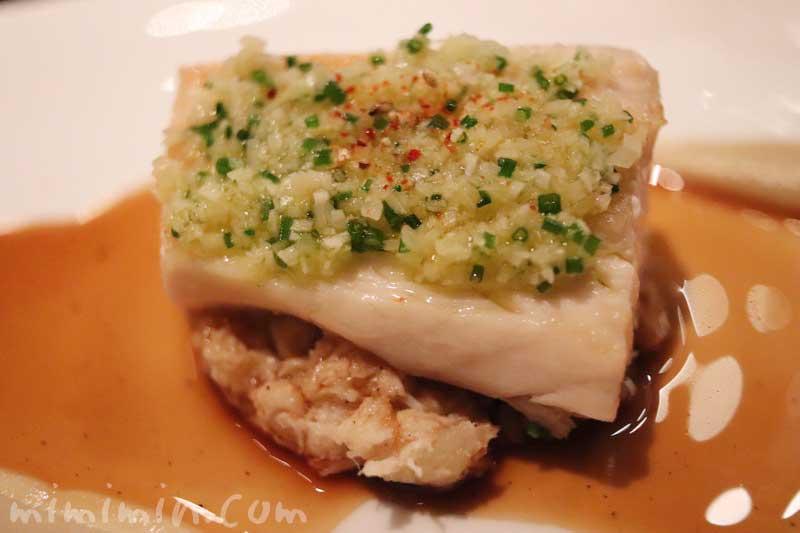 サワラのポワレ シブレットと生姜のコンディモン、菊芋のピュレとブランダード|ラ ターブル ドゥ ジョエル・ロブションのディナー&フリーフロー|恵比寿の画像