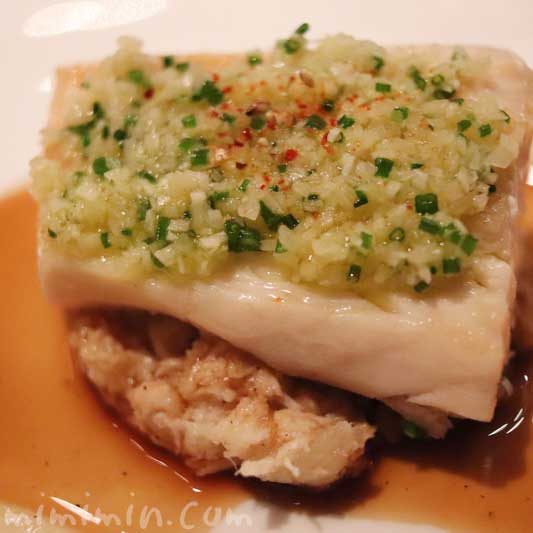 サワラのポワレ シブレットと生姜のコンディモン、菊芋のピュレとブランダード|ラ ターブル ドゥ ジョエル・ロブションのディナ&フリーフロー