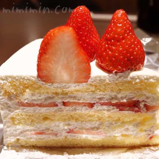 HARBSのストロベリーケーキの写真
