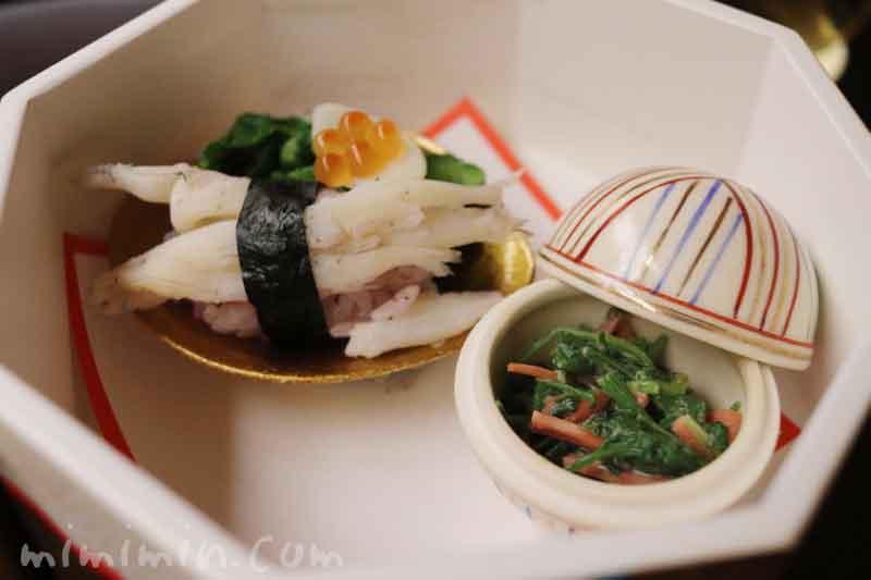 菜種 白魚寿司 花弁百合根 いくら醤油漬け 人参葉の辛子胡麻和え|赤坂 菊乃井の画像