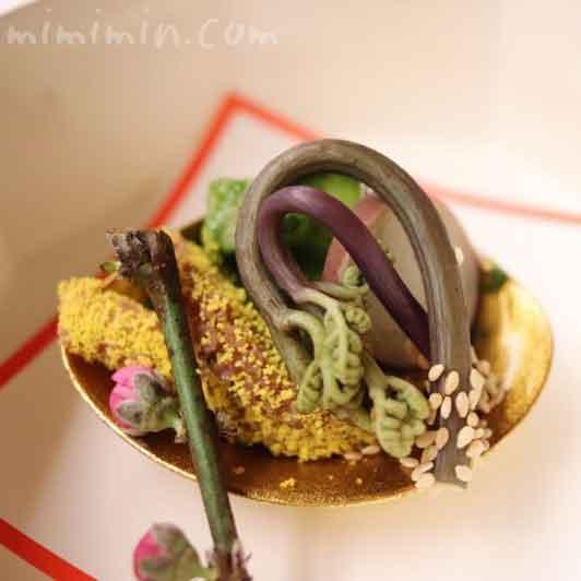 筍・独活・烏賊木の芽和え 飯蛸 わらび|赤坂 菊乃井のディナーの画像