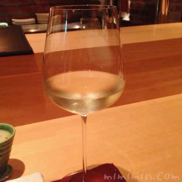 白ワイン|えびす坂 鳥幸(恵比寿の焼鳥)の写真