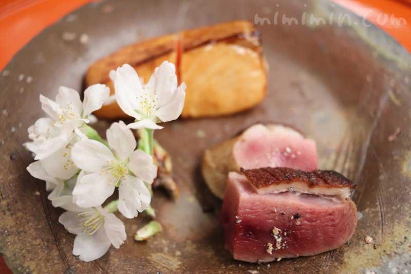 桜鱒の燻焼き 鴨の桜焼き|菊乃井|赤坂の写真