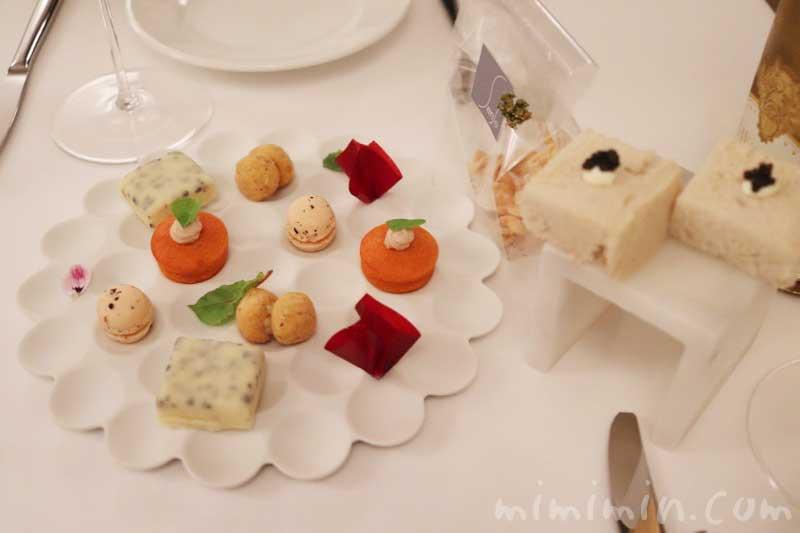 お食事の前の軽いスナック|リストランテセンソ(白金台)でディナーの写真