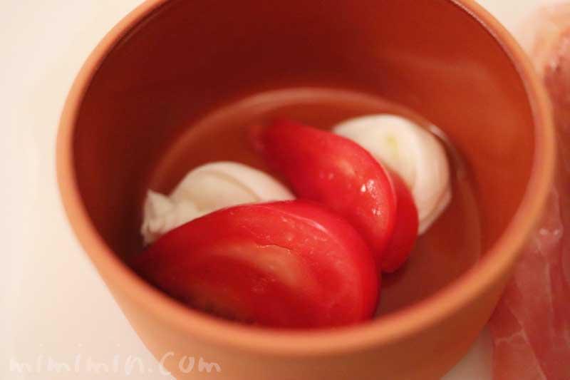 トマトとチーズ|リストランテセンソ(白金台)でディナーの写真