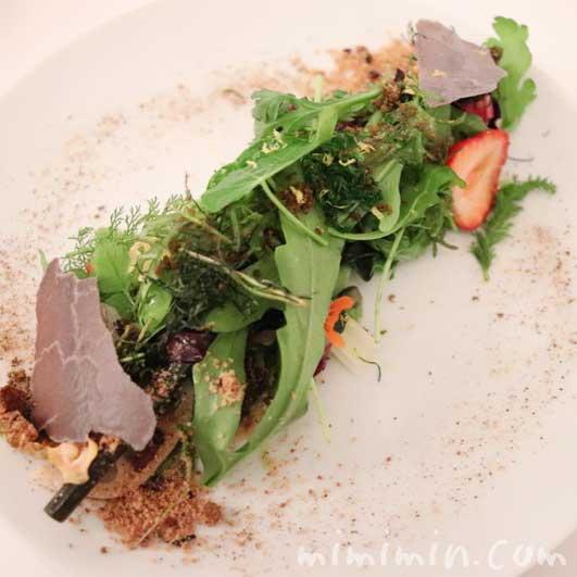 サラダ|リストランテセンソ(白金台)のディナーコースの写真