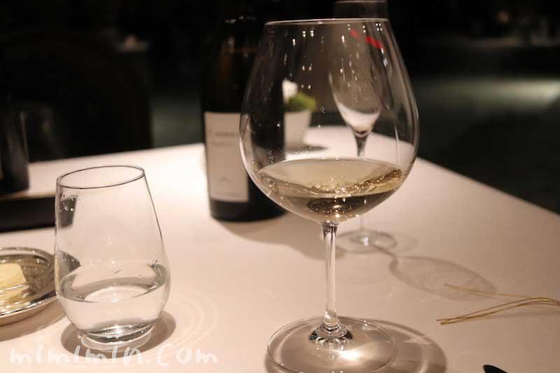 白ワイン|Q.E.D.クラブ・蛍の夕べ|蛍観賞付きディナーの写真