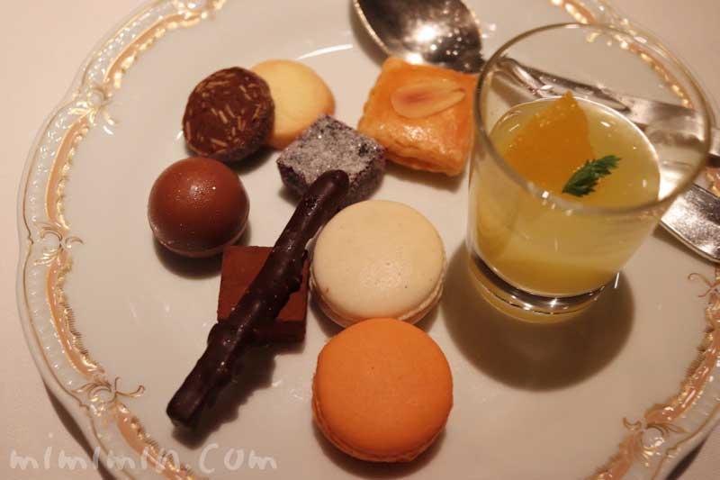 小菓子|Q.E.D.クラブ・蛍の夕べ|蛍観賞付きディナーの写真