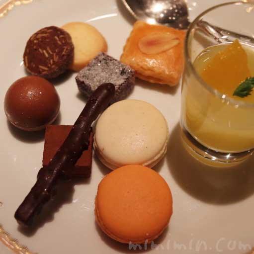 小菓子|Q.E.D.クラブ・蛍観賞付きディナーの写真