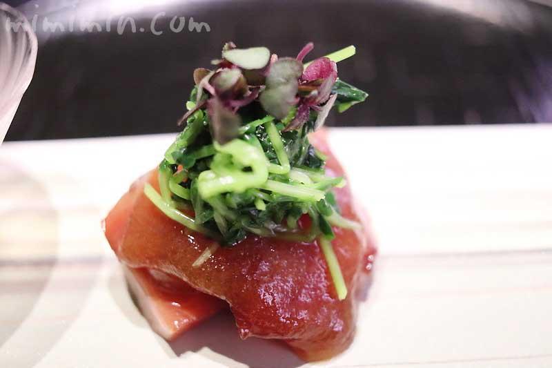 かつお 豆苗 辛子醤油ジュレ|天雅(中目黒)|天ぷら会席の画像