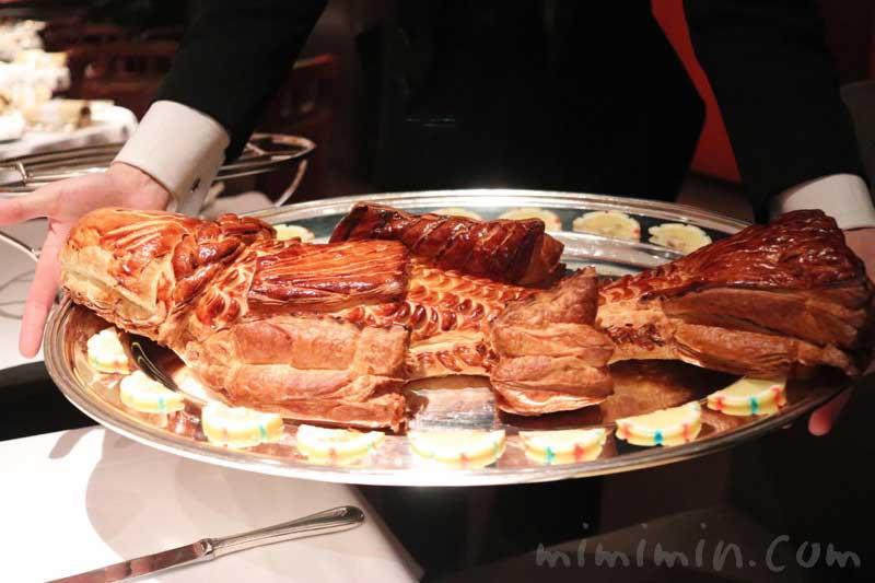 スズキのパイ包み焼き ソース ショロン|メゾン ポール・ボキューズのディナー|代官山のフレンチの画像