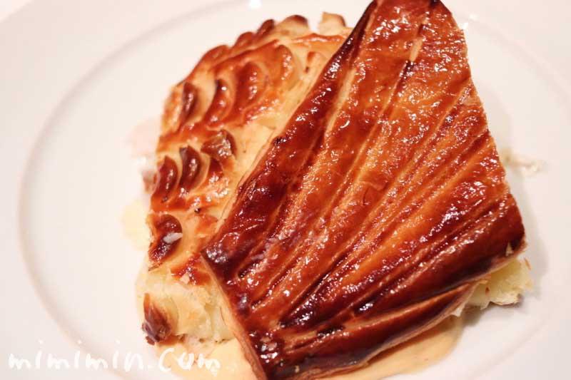 スズキのパイ包み焼き ソース ショロン|メゾン ポール・ボキューズ|代官山の画像