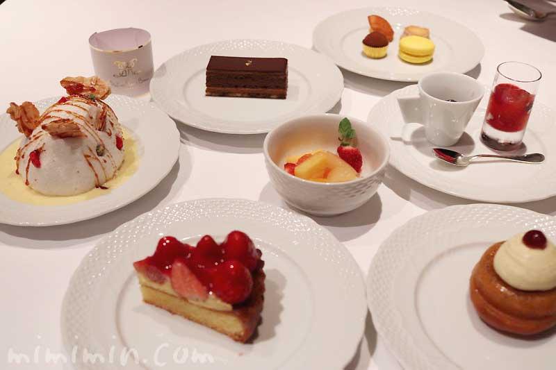 歓喜のデザート、プチフールとショコラ|メゾン ポール・ボキューズのディナー|代官山の画像