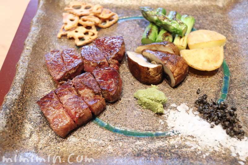 特選牛ロースステーキ|Q.E.D.クラブの鉄板焼きランチの写真