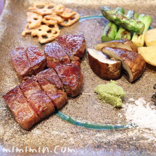 特選牛ロースステーキ|Q.E.D.クラブの鉄板焼きランチ|Q.E.D.クラブの鉄板焼きの写真