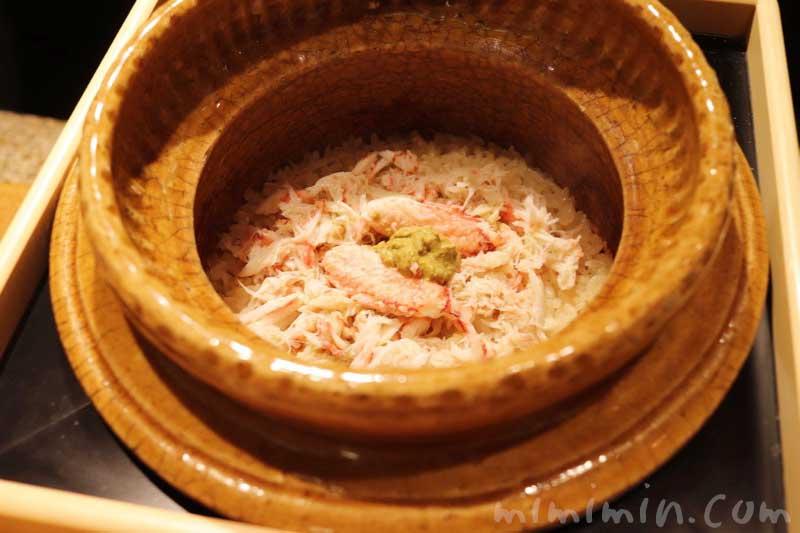 季節の釜炊き御飯 毛ガニ|六本木 kappou ukai のディナーの写真