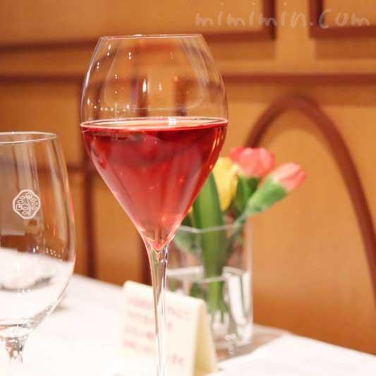 ストロベリーとシャンパンのカクテルの画像